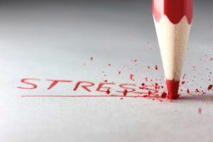 el estrés, las tensiones diarias y los problemas y conflictos con nosotros y los demás