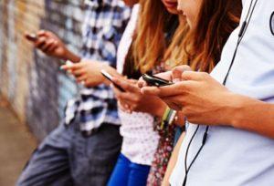 Estamos enganchados al móvil y dispersa nuestra atención