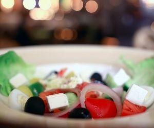 la ensalada es una buena opción en la dieta saludable y mediterránea
