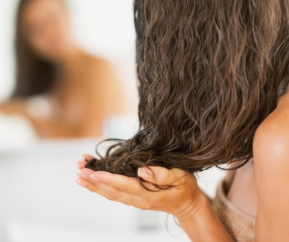Aplica gel de Aloe Vera en el cabello