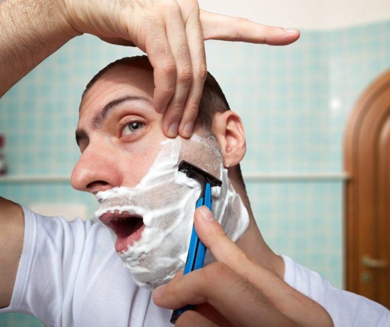 Usar gel Aloe Vera tras el afeitado