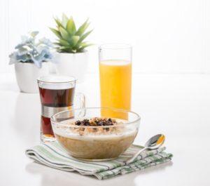 un buen desayuno con cereales e infusión es una recomedación importante