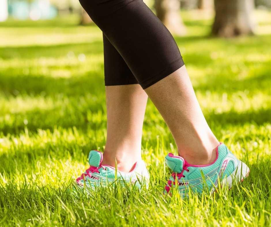caminar por la hierba es uno de los placeres de caminar al aire libre