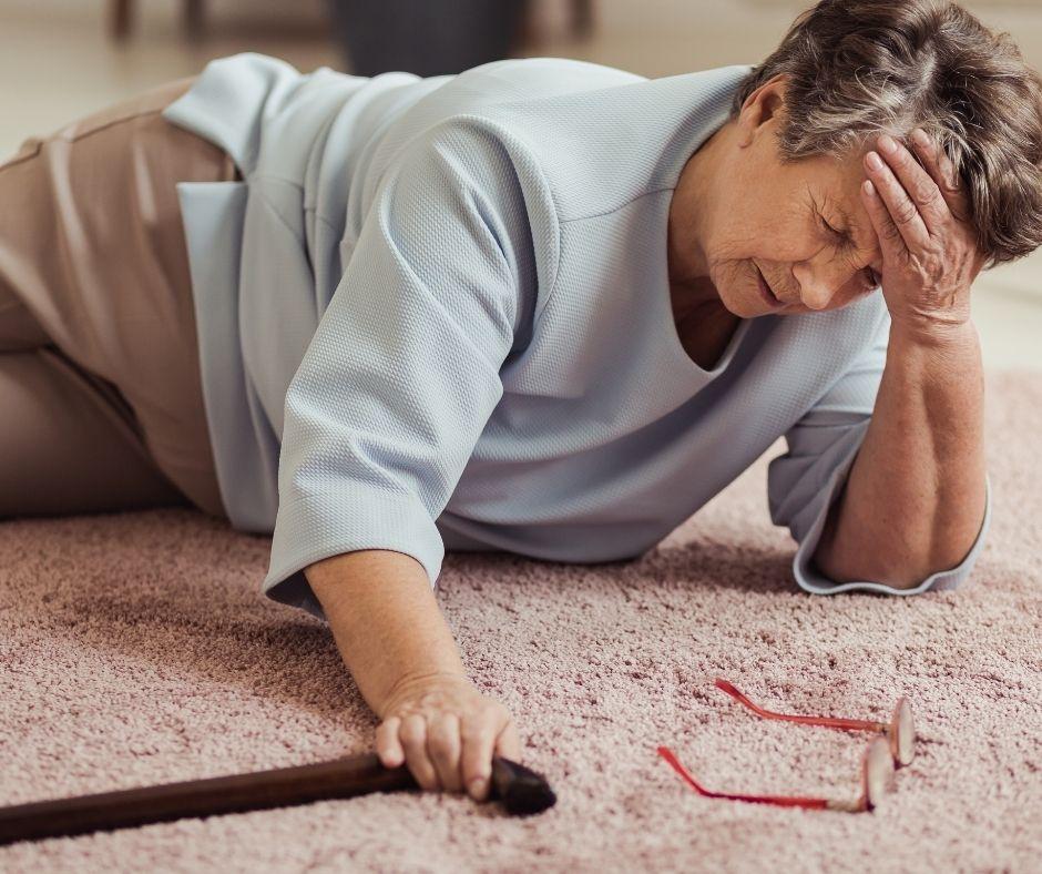 la osteoporosis puede producir caídas y fracturas