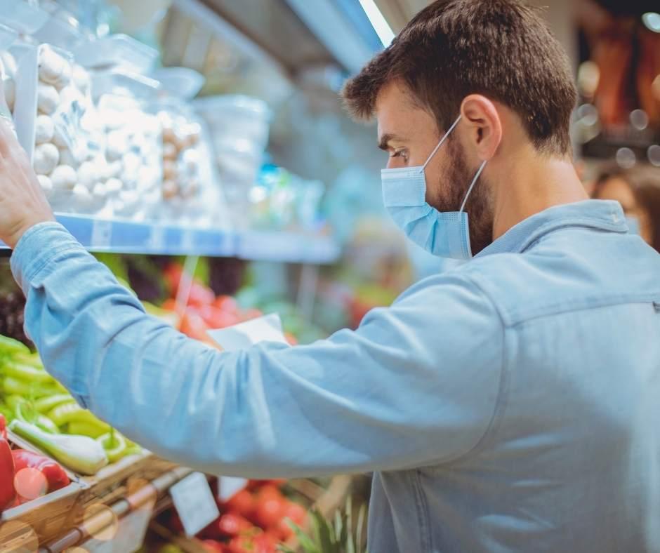 Comprar productos de proximidad es una de las ideas para ahorrar en la cocina