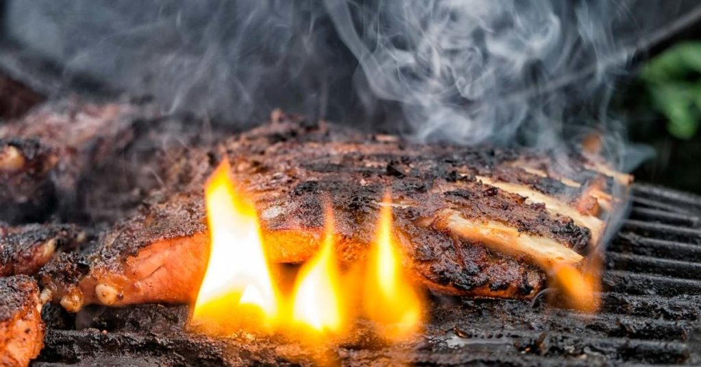 cuidado con la barbacoa de carne es perjudicial para tu salud
