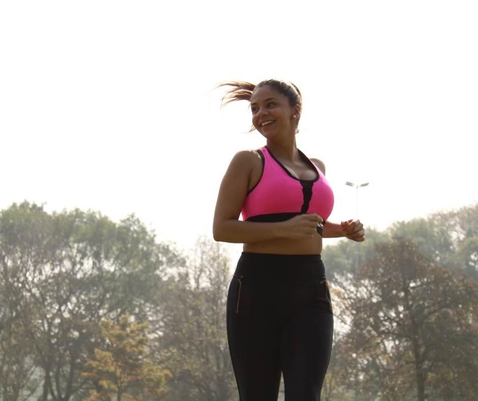 practica ejercicio físico