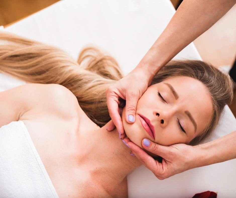 masajes para la relajación de la mandíbula como tratamiento del bruxismo